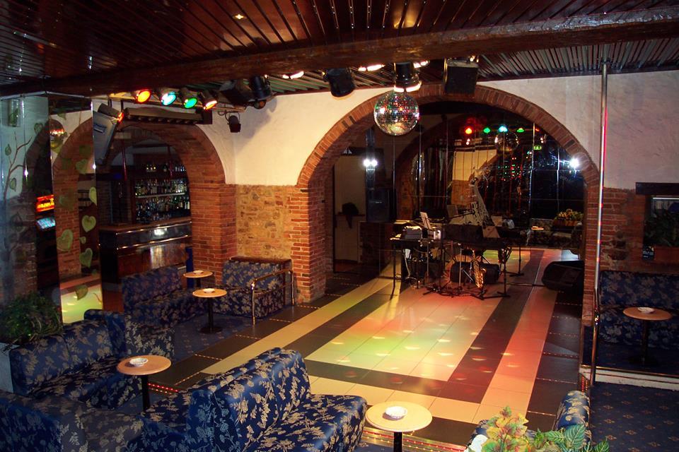 dansatoare cluburi de noapte italia