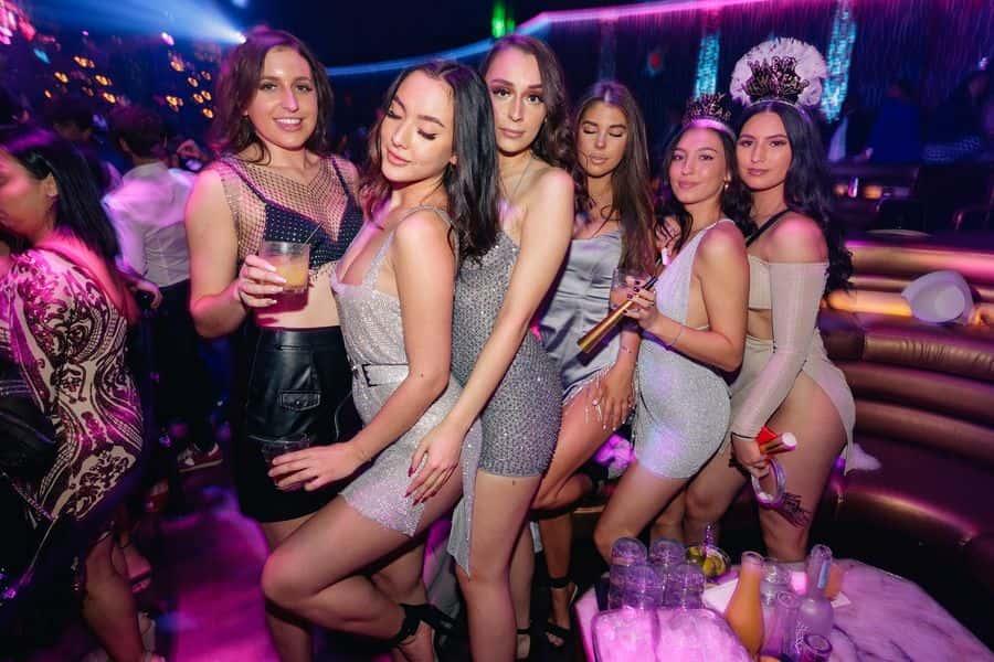 lavorare in un night club